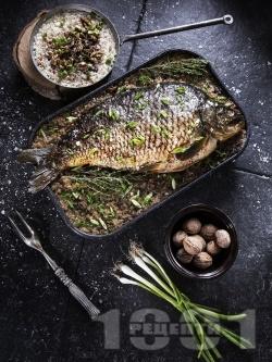Никулденски шаран пълнен с орехи, стафиди и пресен лук - снимка на рецептата